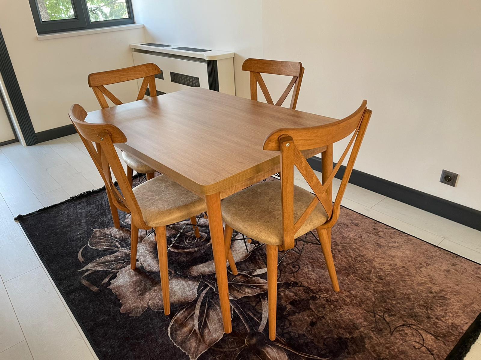 Masa fixa cu 4 scaune Deva